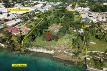居外网在售瓦努阿图维拉港总占地28813平方米的土地
