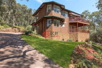 居外网在售澳大利亚5卧2卫局部整修过的房产总占地2400平方米AUD 945,000