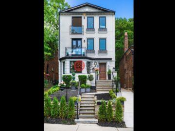 居外网在售加拿大4卧4卫曾经整修过的房产总占地240平方米CAD 2,545,000