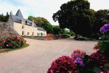 居外网在售法国14卧7卫最近整修过的房产总占地22000平方米EUR 6,900,000