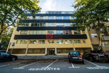 居外网在售葡萄牙5卧5卫曾经整修过的公寓总占地200平方米EUR 750,000