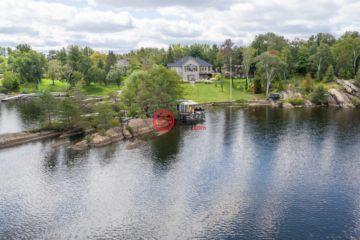 居外网在售加拿大4卧3卫原装保留的房产总占地5342平方米CAD 3,500,000