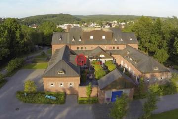 居外网在售比利时奥伊彭EUR 3,850,000总占地10000平方米的乡郊地产
