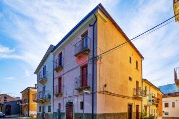 居外网在售意大利10卧3卫局部整修过的房产总占地220平方米EUR 95,000