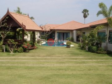 居外网在售泰国5卧5卫特别设计建筑的房产总占地1130平方米THB 12,800,000